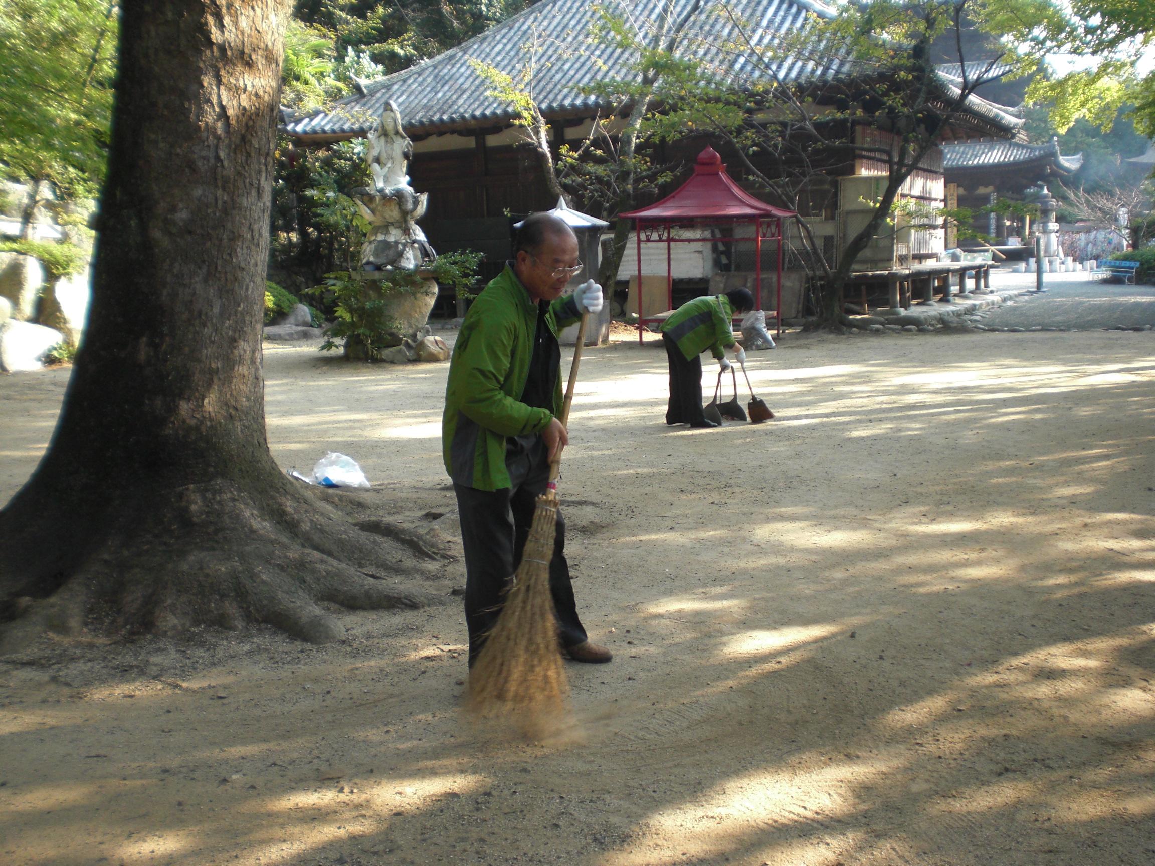 3石手寺清掃2011.10.8.JPG